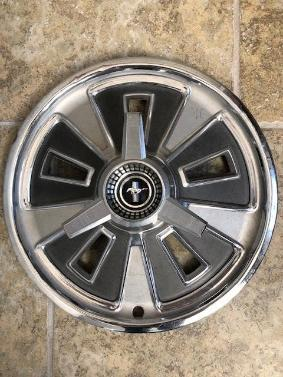 1966 Ford Mustang Deluxe Spinner Wheel Covers
