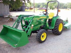 John Deere 3032 4x4 Loader  mower