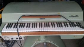 Fender Rhodes Seventy Three Jetsons Model Electric Piano