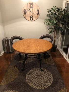 Beautiful Round Kitchen Or Dining Table W Ornate Metal Base