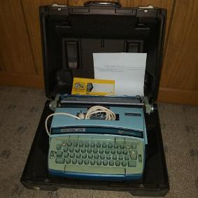 197xs Coronamatic Super 12 Vintage Typewriter With Case