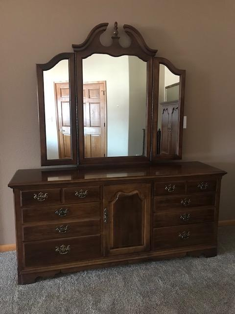 Denver : Thomasville Bedroom Furniture Set Furniture for sale
