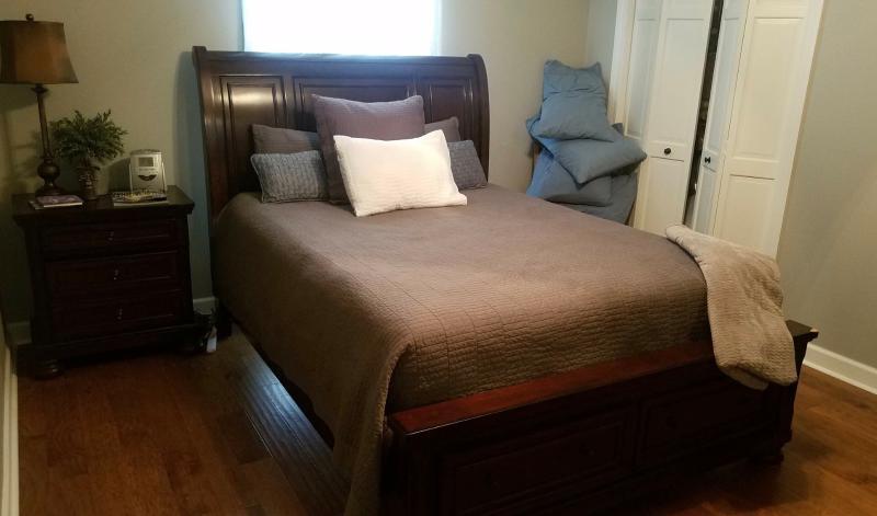 Baton Rouge 5 Piece Porter Queen Storage Bedroom Set